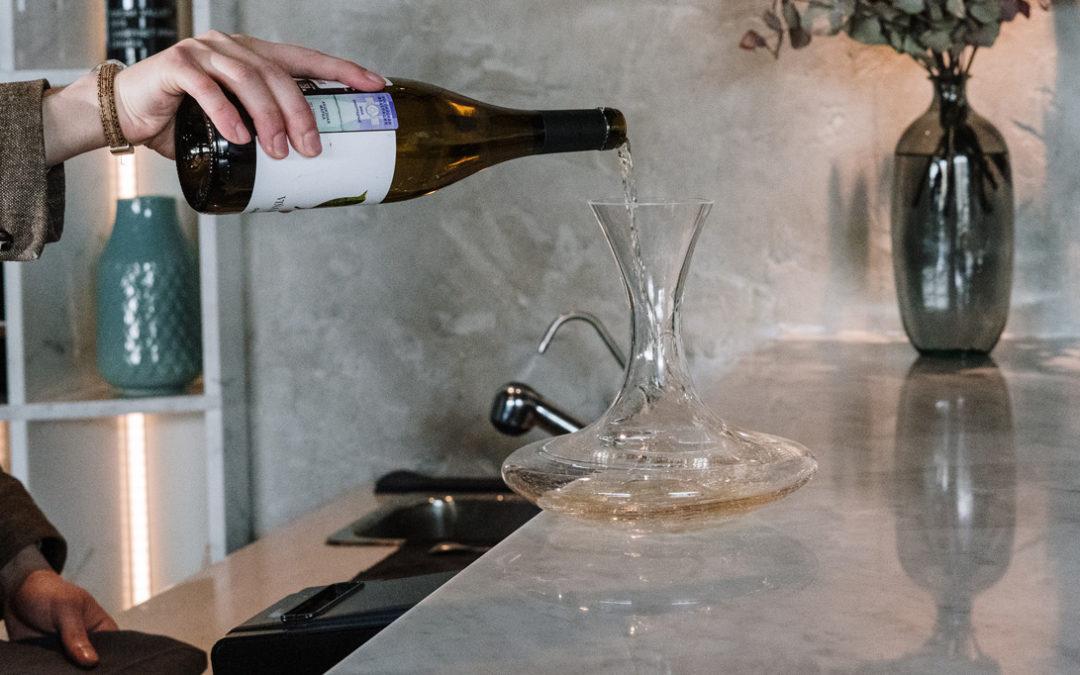 Carafer les vins jeunes